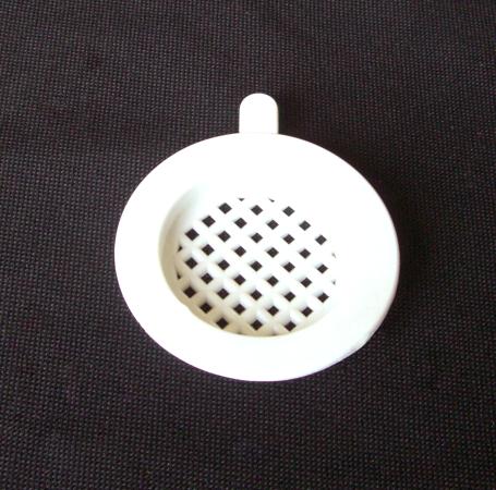 Bouchon plastique aéré pour couvre cadres encadré percé